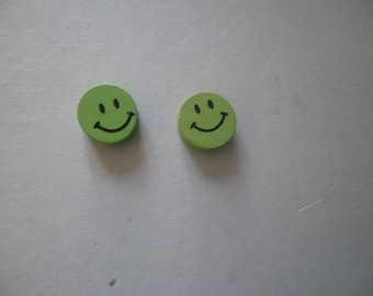 10 pearls green face smiling round 16 x 16 mm