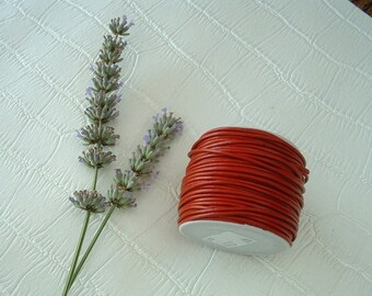 1 m of 1, 5mm red leather string.