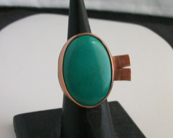 Hand forged copper ring with big oval turquoise cabochon. Size 8 US - copper jewelry- turquoise ring