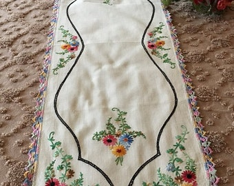 Vintage  1940's Beautifully Embroidered Dresser Scarf