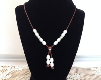 White Fresh Water Pearl Necklace On Brown Leather,Dangling Pearls, Beach Jewelry,Boho Necklace,Birthstone hanging White Pearls