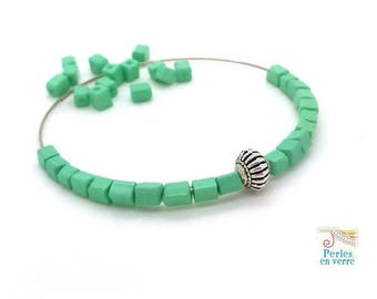 Mint green glass beads 10 gr cubes seed beads 4x4mm (pv779)