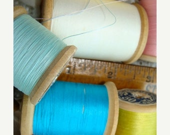ONSALE Vintage Shabby Chic Wooden Large Mixed Thread Spools Lot N040