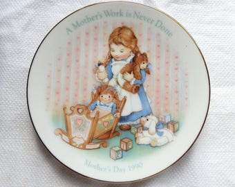 Vintage 1990 Mother's Day Plate - A Mother's Work is Never Done