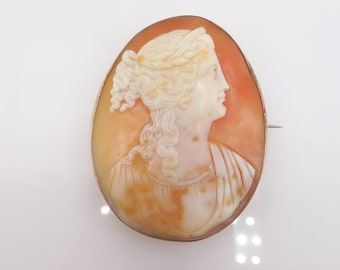 Antique Shell Cameo Pin Brooch in 10K Yellow Gold Bezel
