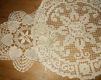 2 Beautiful vintage Doilies • shabby charm