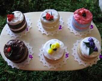 1 Piece Miniature Polymer Clay Cake