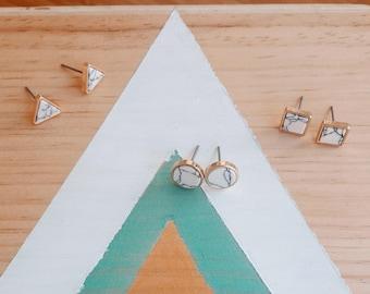 Boucles d'oreilles Géométrique| Forme Triangle, carré, rond | doré effet marbre blanc | Joli bijou minimaliste I cadeau anniversaire