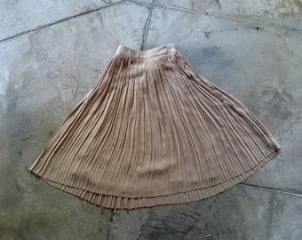 Pleated midi skirt medium