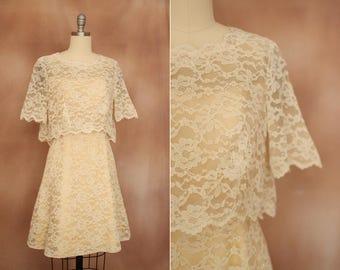 crème de 1960 Vintage robe de soirée mariée mini à volants en dentelle / taille xs -s