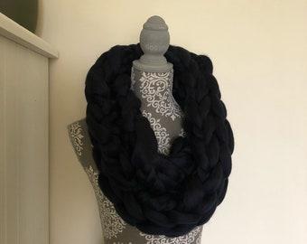 Handmade merino wool infinty scarf (navy)