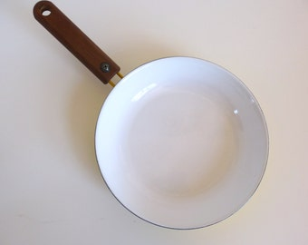 Arabia Finland Seppo Mallat Enamel Frying Pan with Teak Handle Wärtsilä Finel