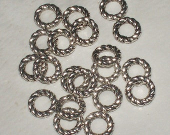 Twisted Solid Ring/Connectors - 8MM