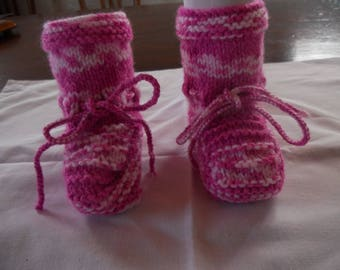 Acrylic yarn in pink and white baby shoes