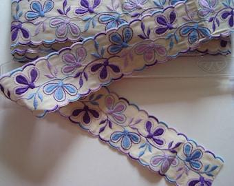 Lace shirt and Parma violet rickrack Ribbon background ecru width 5.5 cm