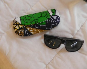 Smartphone or sunglasses pouch