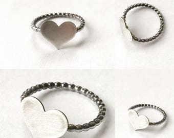 A FINE ROMANCE  sterling silver dotted band heart Valentine poesy stacking ring