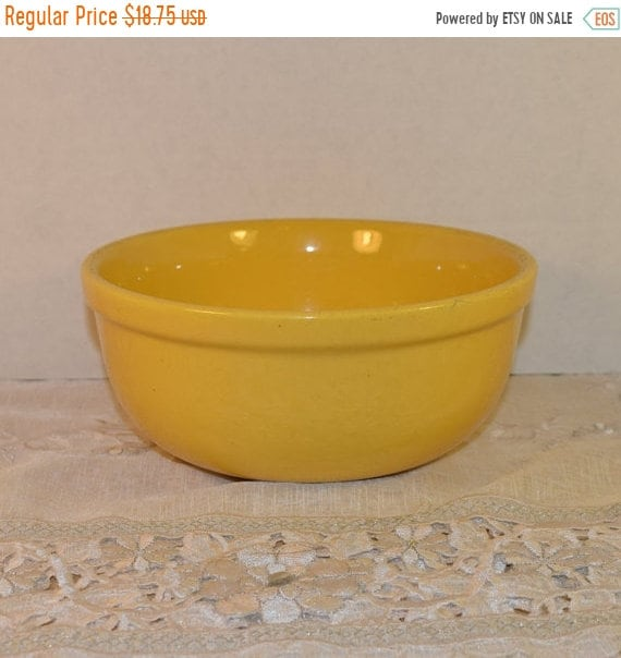 Delayed Shipping Oxfordware Stoneware Bowl Vintage Made in USA Yellow Pottery Oxfordware Yellow Glazed Stoneware Bowl Yellow Mixing Bowl 195