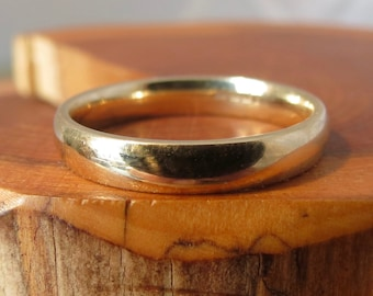 Wedding ring, vntage 9K band yellow gold.