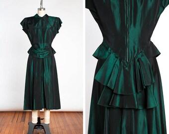 KNOCKOUT Vintage 1940s FEMME FATALE Emerald Green Taffeta Ruffled Peplum Cocktail Dress // Film Noir // Starlet // Old Hollywood
