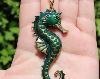 1 pendant seahorse with 74 X 35 X 5-6 MM chain.