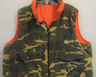 A Men's GRUNGED Vintage 80's,REVERSIBLE CAM0 & Blaze Orange Insulated HUNTING Vest By Sports Afield.xl(44R)