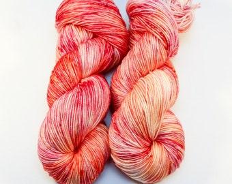 Teint à la main laine à chaussette mérinos Superwash - Indie teint fil Fingering panaché - SUPER moelleux! -Coloris sorbet