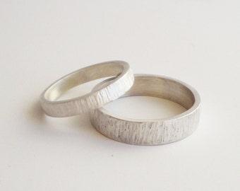 silver wedding rings set, handmade silver wedding band set, 5mm and 3mm satin finish wedding ring, hammered wedding bands, custom made bands