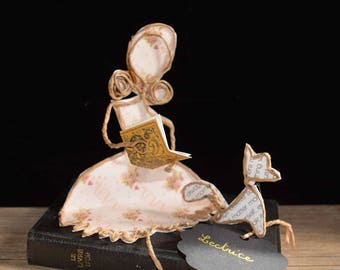 She loves to read : original gift idea, gift reader, wire sculpture, paper poetry, string and paper, interior decoration