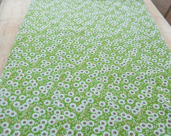Sweet Floral- Vintage Fabric Mod Flowers Juvenile Floral Novelty Daisies Green