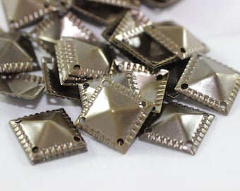 50 pcs Antique Bronze Pyramid Connectors, 13x13 mm Square Tags with Four Holes