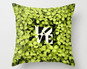"""Housse de coussin LOVE - trèfle vert jaune 16 x 16"""". Photo d'Art. Romantique. Woodland. Printemps. Nature. Été. De mariage. Anniversaire. Décor à la maison. amusement"""