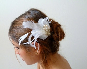 White Feather Bridal Fascinator ,Hair Clip Wedding Hair Piece, Feather Hair Accessory, Bridal Fascinator Feather , beaded lace flower