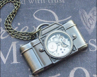 Steampunk Camera Necklace, Camera Jewelry, Steampunk Wedding, Photographer Jewelry, Bronze Camera, Vintage Watch Movement, Unisex Gift COOL