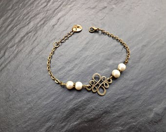 """""""Sonali"""" bracelet made of ivory glass pearl beads"""