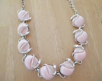 Vintage costume jewelry  / lite pink thermoset necklace