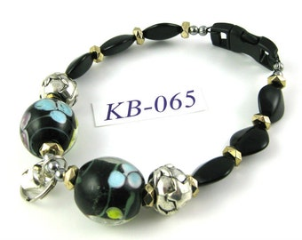 KB-065 Black and silver Glass and Acrylic Kitty Cat Bling Beaded Collar complete with breakaway buckle bell and tag ring