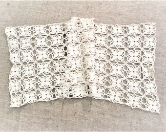 Vintage Lace Table Runner Antique Table Linens Beige Crochet Off White Hand Crocheted Vintage Linens