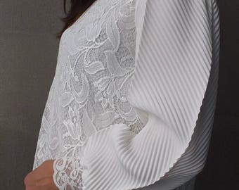 Size 10 Vintage High Neck White Lace Top