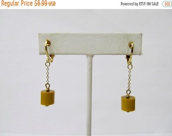 On Sale Vintage Mustard Yellow Plastic Dangling Modernist Earrings Item K # 1362