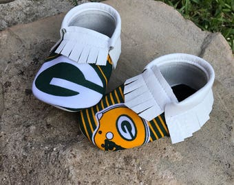 Greenbay Packers Baby Shoes Moccasins - Handmade Moccs // Baby Moccs // Football Moccasins // TEXAS MOCCS // Baby Moccasins