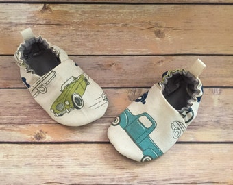 Vintage car booties, vintage car shoes, toddler shoes, baby crib shoes, cloth shoes, car shoes, boy car booties, slow ride tula