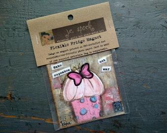 """VENTE!  Art Magnet, aimant Flexible, cupcake lunatique, art de cupcake, 3.5"""" carré aimant, Magnet Cupcake, «Faire de petits gâteaux pas la guerre»"""
