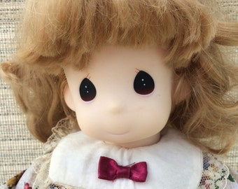 "Precious Moments doll, 1995, 12"", Chrissy, Nov #1435"