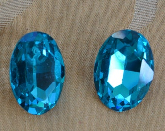 Beautiful Vintage Sparkly Aqua Blue Oval Rhinestone Pierced Earrings (E5)