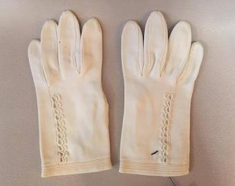 1960s //  PEARLY WHITES // Vintage Van Raalte Gloves