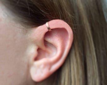 Rose Gold filled Minimalist Ear Cuff. Dainty Ear Cuff. Tiny Ear Cuff. Fake Piercing. Upper Ear cuff. Minimal. Cuff Earrings. Fake Cartilage.