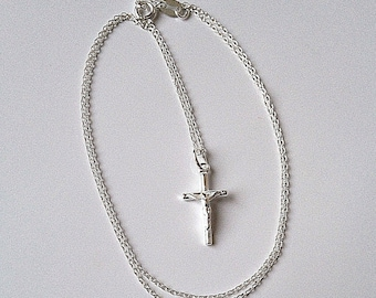 Sterling Silver Crucifix Cross Pendant & Chain Neklace.