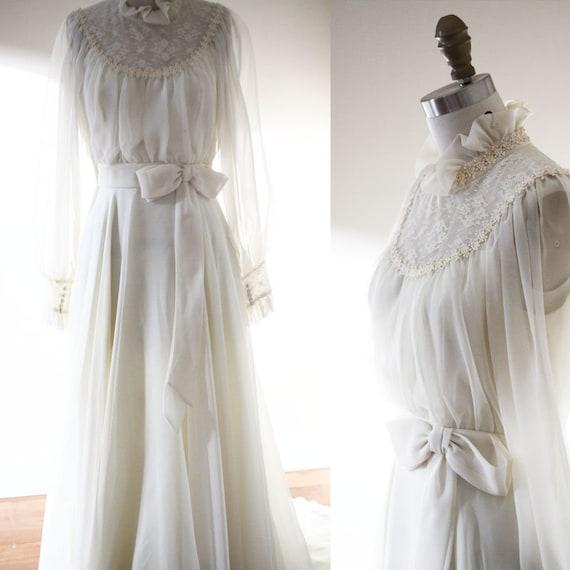 1970s off white wedding dress  // 1970s big bow wedding dress // vintage bridal dress