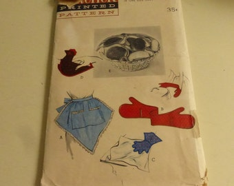 Vintage Butterick Pattern 6761 Household Items Apron, Oven Mitt, Bun Warmer